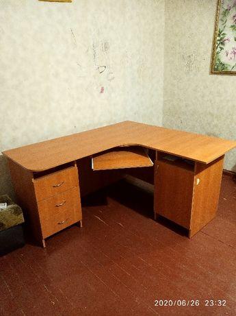 Стол компъютерный