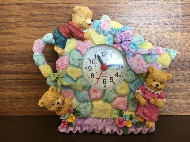 Настольные часы QUARTZ с медвежатами.