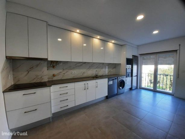 Apartamento T2 Totalmente Remodelado próximo a Vila Serena