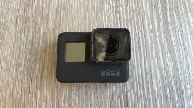 GoPro HERO 5 + Dual Battery Charger + 4 baterie gratis
