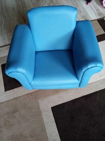 Fotel dla dziecka,drewniany,bujany z odbiciem ekoskóra.Odbior osobisty