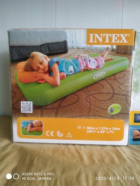 Надувний матрас Intex для дітей.