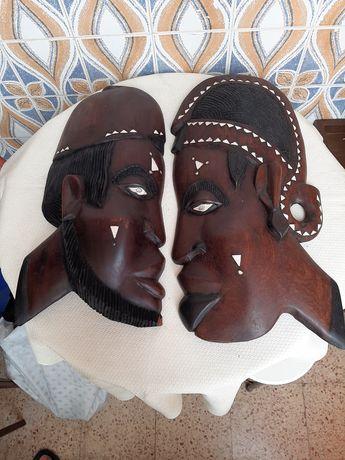 Mascaras de arte africana  em bom estado