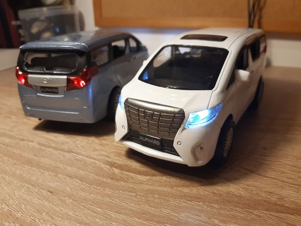 Toyota Alphard  skala 1/32