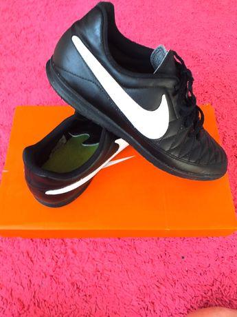 Nike MAJESTRY IC roz 42