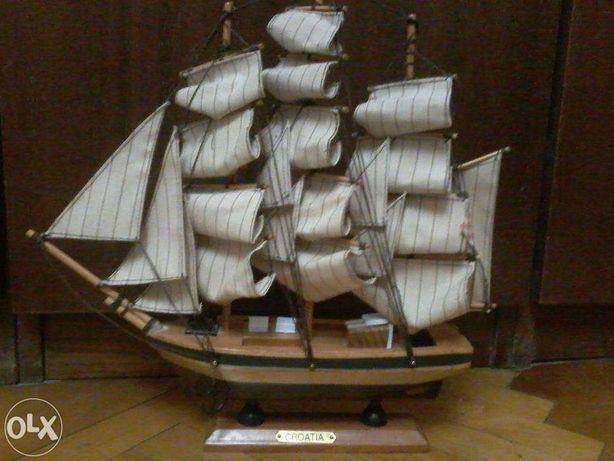 Сувенирная модель парусника CROATIA на подставке