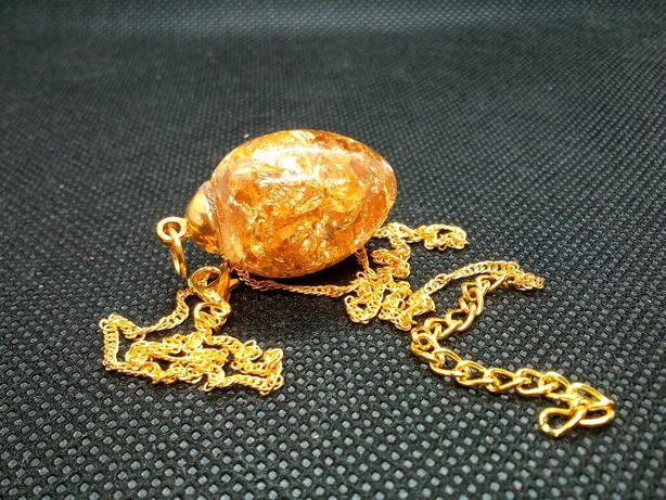 Łańcuszek zawieszka wisiorek złote jajo biżuteria żywica epoksydowa