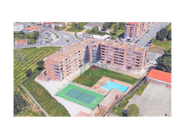 Apartamento T4 - Ermesinde em Condomínio Fechado com Pisc...