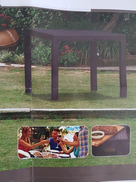 Stół ogrodowy z rattanu
