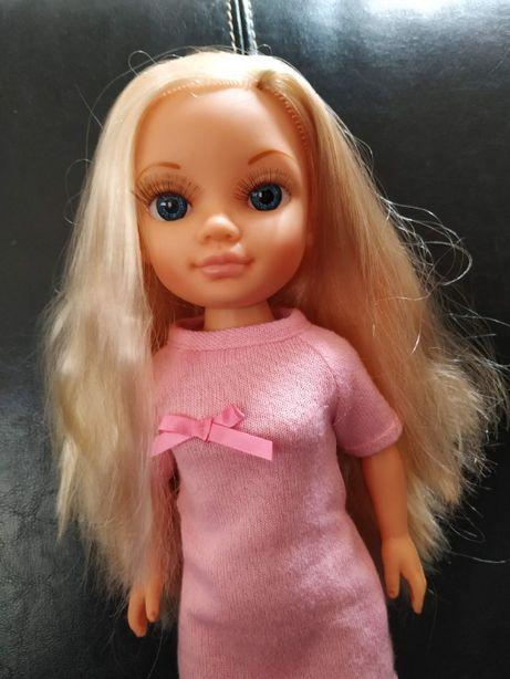 Boneca Nancy em bom estado (como nova)