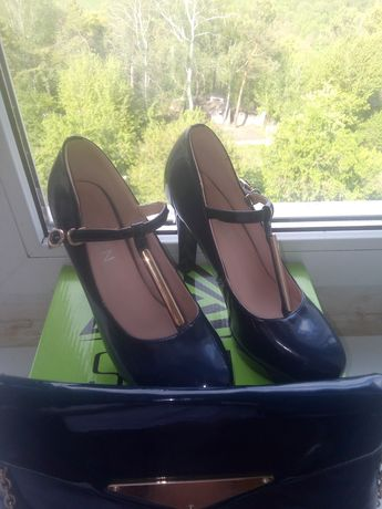Туфлі на каблучку і клач