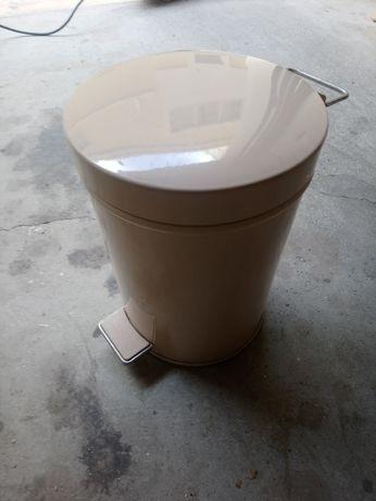 Balde de casa de banho em metal beige