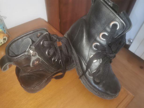 Botas de menina pretas