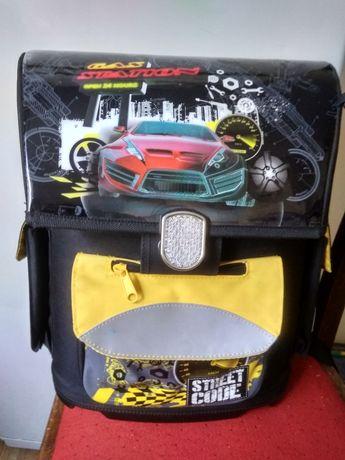 Ранец , портфель для ребенка начальной школы