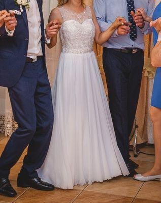Elegancka i wygodna suknia ślubna 36-38Gora kryształki. Dół muśin