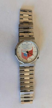 Relógio LUCH Dialogue USSR USA Flag Globe original muito raro