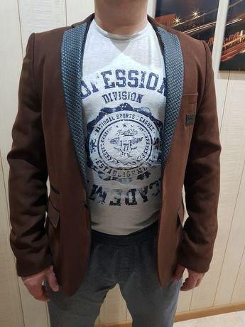 Продам фирмовый пиджак(жакет)