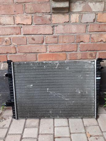 Радиатор охлаждения Renault Fluence, Megan оригинал 214100067R