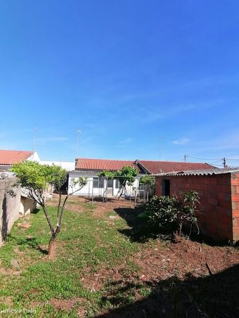 Moradia T3 com quintal em Montoito