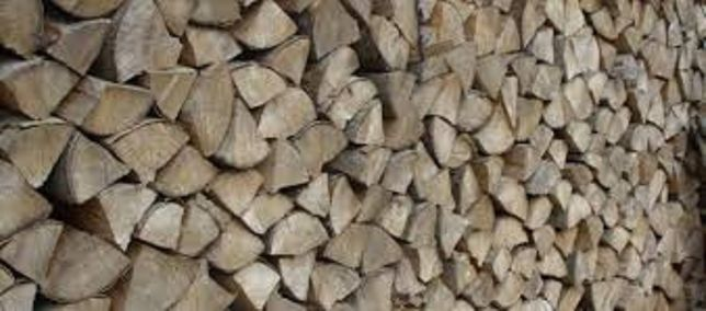 Sezonowane, kaloryczne, zdrowe drewno kominkowe, układane,
