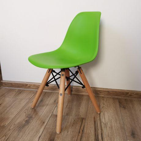 Krzesełko dziecięce na drewnianych nogach zielone