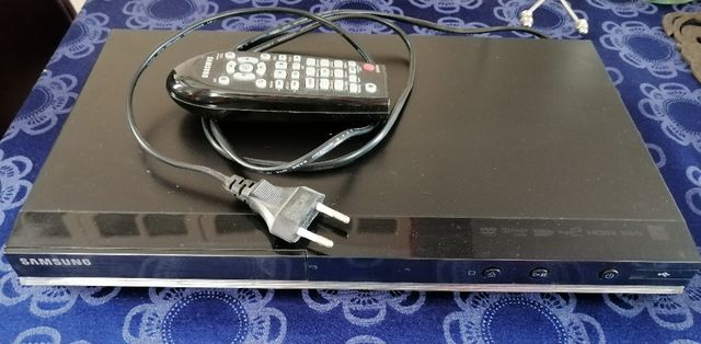 DVD Samsung DVD-D530 - stan idealny.