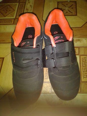 Кросівки для дівчинки 36 розмір.