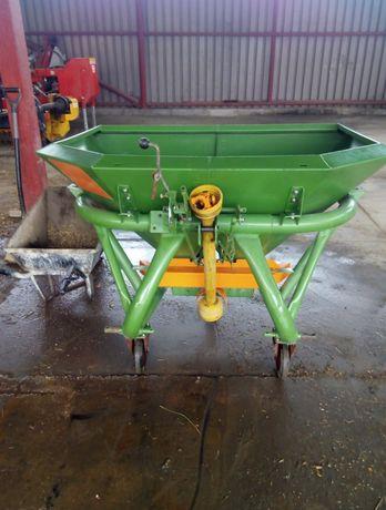 Skup maszyn rolniczych rozsiewacze nawozów ciągniki tury kombajny  itp