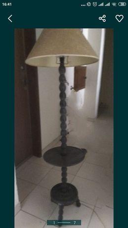 Candeeiro alto com mesa - arte africana