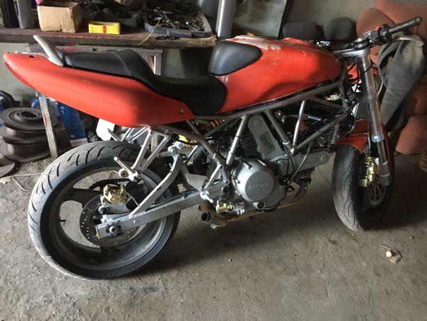 Ducati 800сс Инжектор 2006 год Передельный из спорта в стрит.