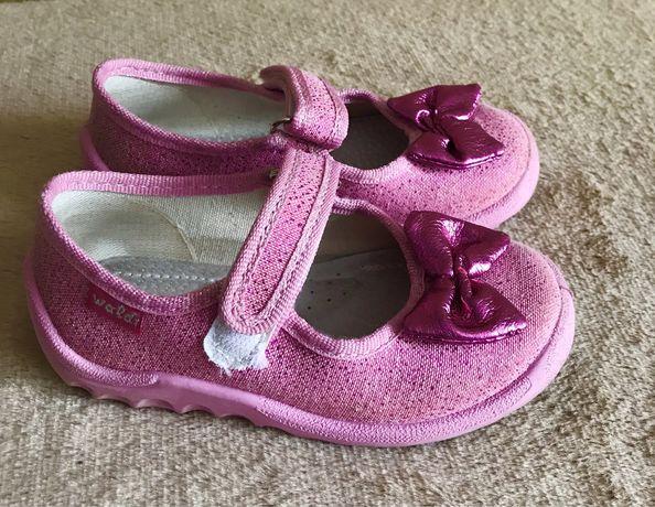 Взуття на дівчинку