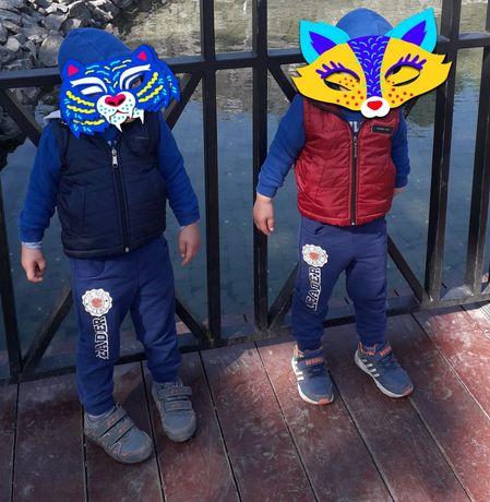Классный жилет для мальчика!!! Для двойни.