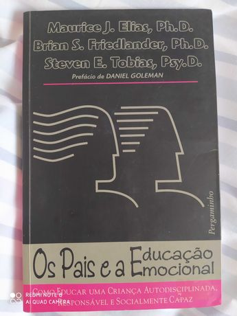 """Livro """"Os pais e a educação emocional"""""""