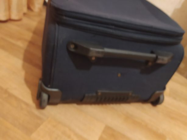 Великий чемодан валіза