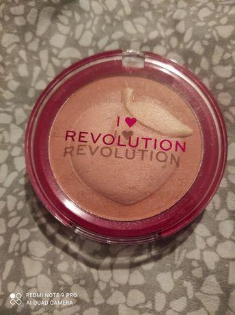 Makeup revolution róż w odcieniu Peach