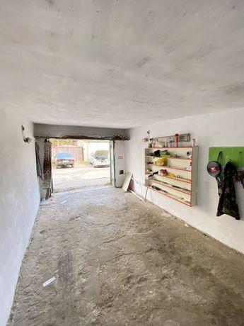 Продаю цегляний гараж, Гашека