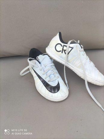 Dziecięce buty sportowe firmy Nike
