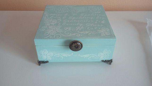 Ręcznie zdobione - drewniane pudełko, szkatułka w stylu Vintage