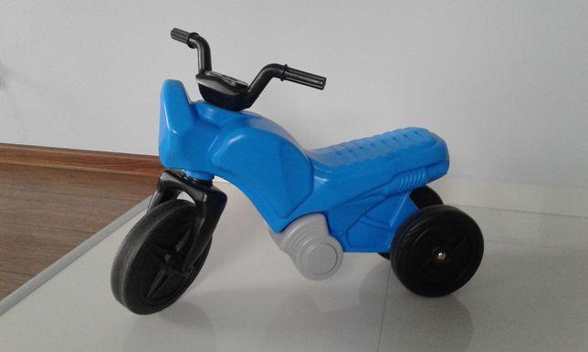 Plastikowy motorek dla dzieci max.25 kg.