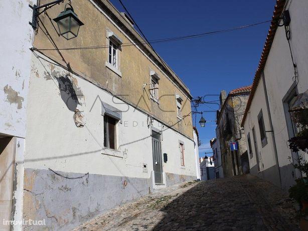 Moradia duplex para recuperar, com 3 quartos e 4 casas de...