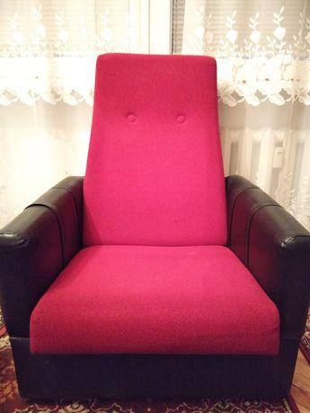 Dwa fotele czerwone
