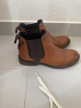 Sapatos, sapatilha e botas
