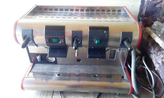 Кофемашина La San Marco и кофемолка профессиональные.