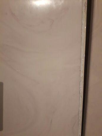 Parapety wewnętrzne dł.70 cm x szer 34cm grubość 2cm.