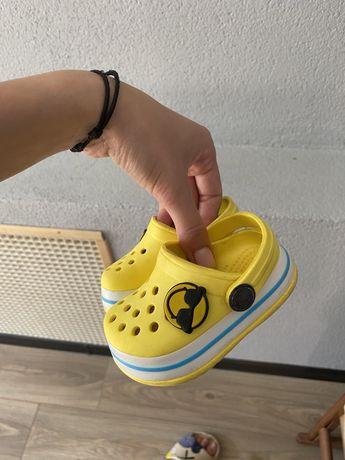 Продам детские crocs (тапочки)