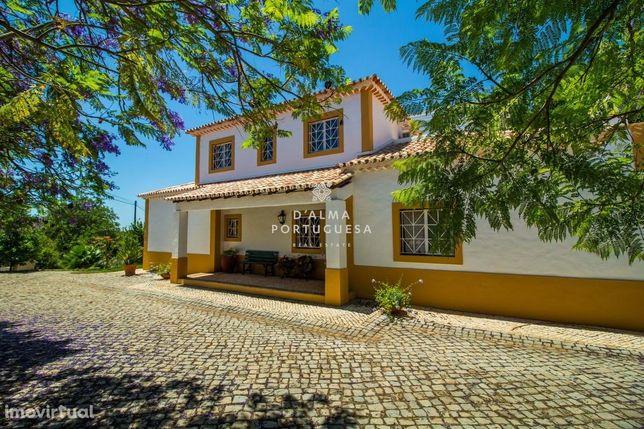 Moradia  tradicional com 4 quartos | 5ha | Piscina | Jardins | BBQ | P