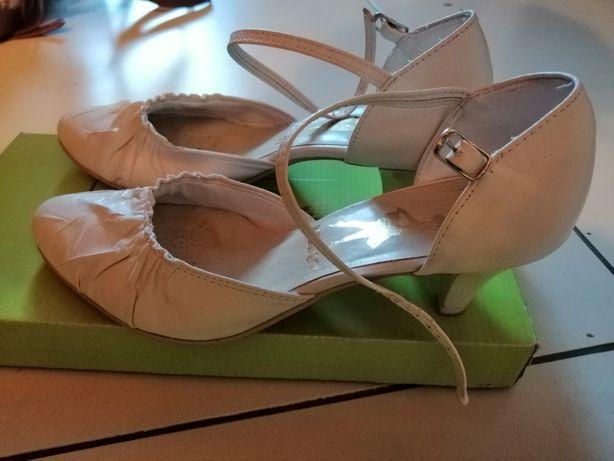 Wygodne skórzane buty ślubne