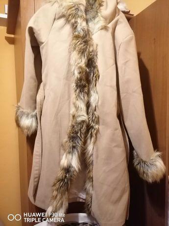 Płaszcz beżowy damski
