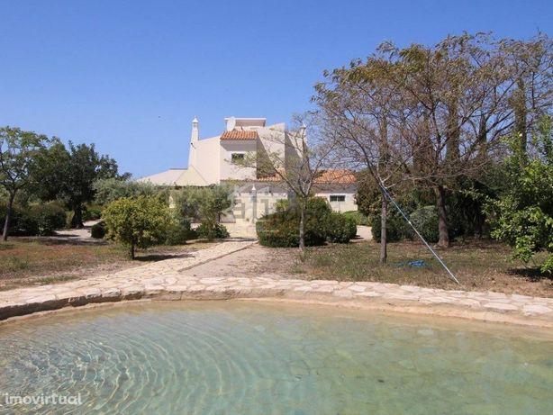 Linda moradia 3 quartos avec piscina natural