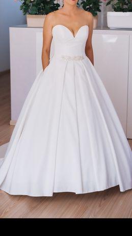 Suknia ślubna z trenem ecru